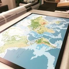 Planprintad lättviktsskiva med världskarta till privatkund