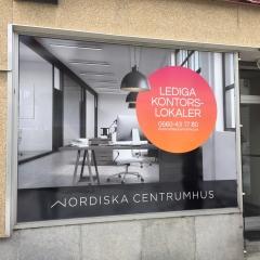 Fönsterdekor till Nordiska Centrumhus
