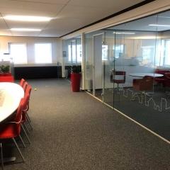Fönsterdekor i Falsats nya kontorslandskap