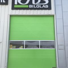 Vit garageport blev grön hos Ryds Bilglas
